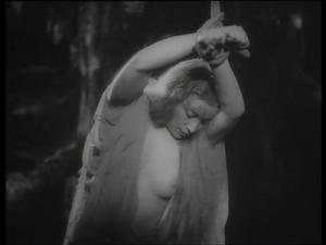 Vittoria Carpi nel film La corona di ferro